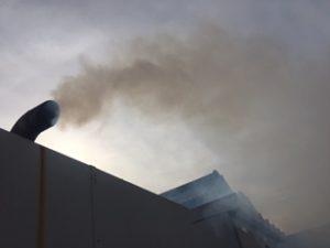 白煙 ,黒煙, 発電機 ,非常用発電機 ,トラブル ,対策 ,原因, 燃料, 軽油 ,混入 ,オイル ,オイルパン, 噴射 ,タイミング, バルブ ,点検 ,調査, 交換, 修理, 抜き取り, タンク, フィードポンプ ,劣化 ,シリンダー,粘度, 故障 ,噴霧 ,不完全燃焼 ,ヘッドカバー ターニング, バルブクリアランス, 排気色 ,異常 ,エア, 空気混入, 圧力, 漏れ ,オーバーホール, 総合点検, 電気主任技術者 ,噴射ノズル  ,消防法 ,電気, 電気設備 ,電気主任技術者 ,メンテナンス